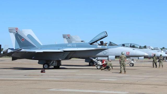 """美军""""超级大黄蜂""""舰载机换上苏-57涂装,模拟俄军五代机扮演假想敌"""