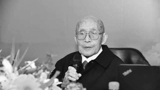 10月15日15时52分,清华大学环境学院退休教师许保玖教授因病在北京逝世,享年103岁。许保玖先生是我国水业泰斗、教育大师,是我国给水排水工程、市政工程和环境工程学科的奠基人和开拓者之一。