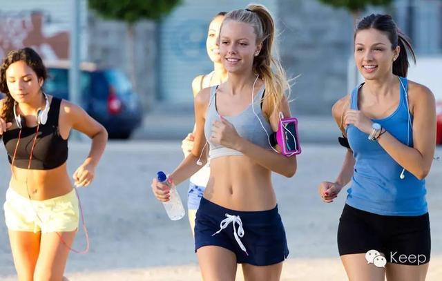 1000米跑步技巧,学生党戳:如何从零基础跑进800/1000米体测及格