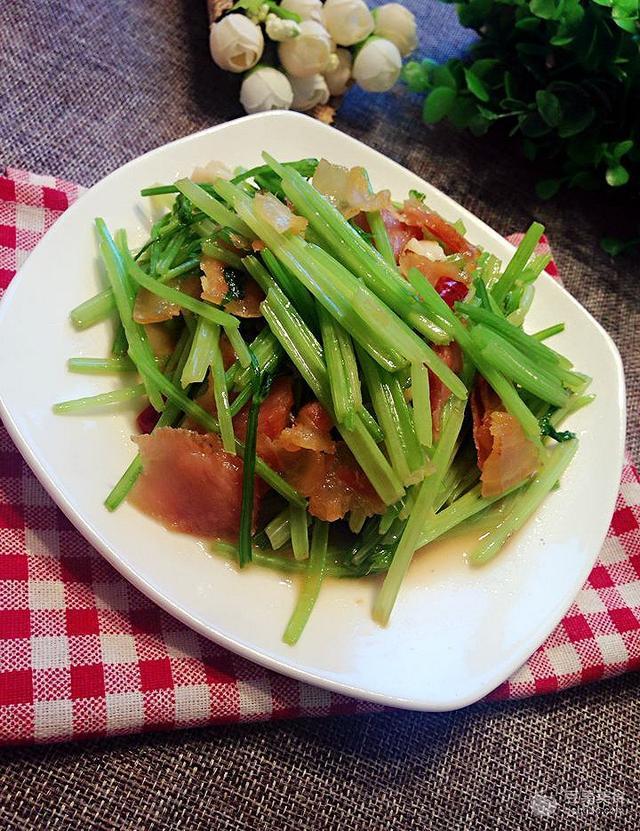 炒腊肉的做法,芹菜炒腊肉的做法