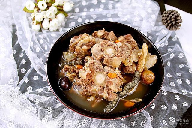 牛尾汤怎么做,滋补牛尾汤#给老爸做道菜#