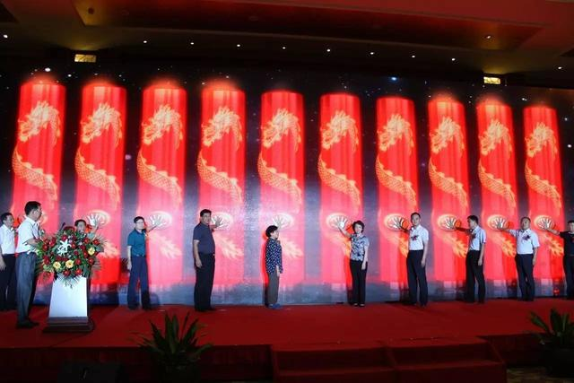 拖拉机图片,中国首台高端智能变频拖拉机——萨丁SD1604Plus成功上市