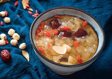 银耳莲子汤的做法,百合银耳莲子汤的做法 百合银耳莲子汤的功效与作用有哪些