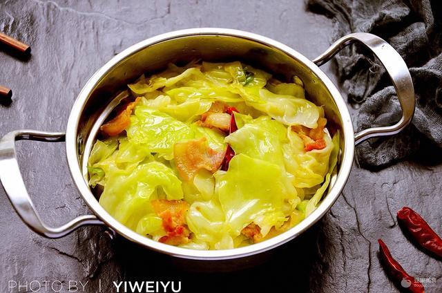 干锅包菜的做法,干锅手撕包菜#厨此之外,锦享美味#