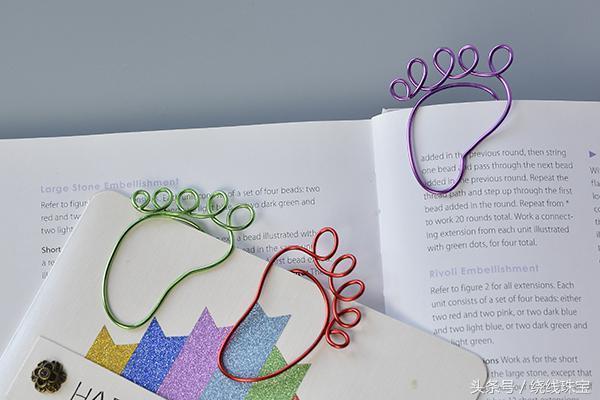 书签怎么做,让我们花10分钟教孩子们怎样做可爱的小脚丫书签吧