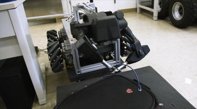 vr机器人,用VR操控的机器人诞生,拆炸弹也可以像玩儿游戏一样