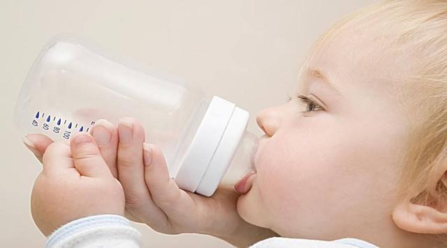婴儿喝奶粉过敏症状,如何识别宝宝对奶粉过敏?
