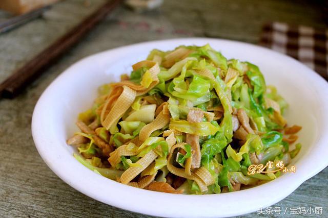 卷心菜的做法,一块钱的圆白菜,不到十分钟,喷香下饭,家人都夸我