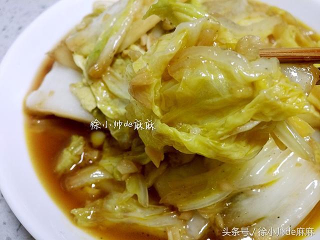 炒白菜的做法,用这做法来炒大白菜,只需要三分钟,营养美味也开胃,汤汁拌饭香