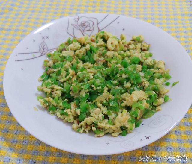 辣椒怎么做,青椒怎么做才又好吃又绿,教你三种青椒做法!