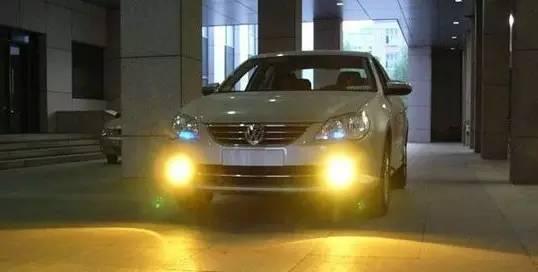 雾灯怎么开,实用1/3驾驶员不知道汽车雾灯的作用及操作方法