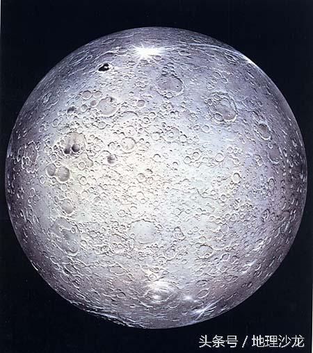 抬头望月,你看到的月球其实是地球的一部分