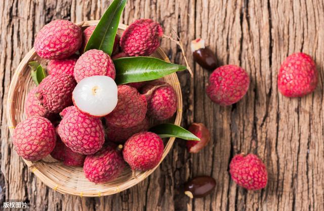 荔枝的吃法,吃不完的荔枝,别再随便放冰箱了,学会2种做法,半个月依然新鲜