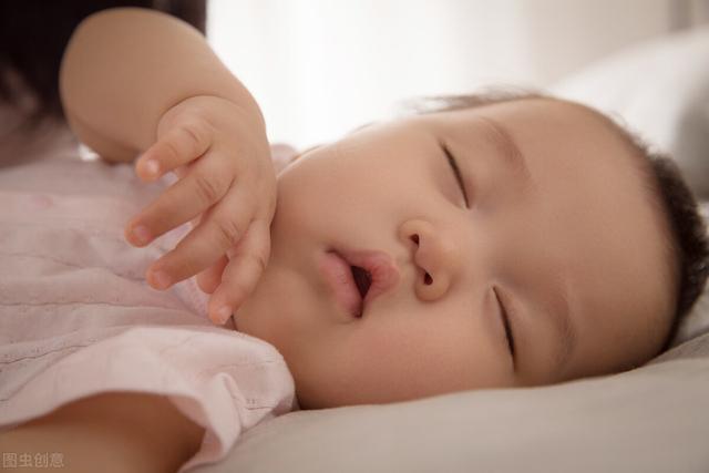 """婴儿 睡觉,""""睡一觉长一寸""""宝宝睡眠时间越长越好?各月龄睡眠规律要把握好"""