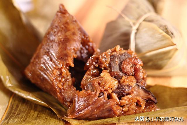 """粽子的吃法,""""粽""""身一变,粽子吃出新花样,是菜也是主食,酸甜可口超解腻"""