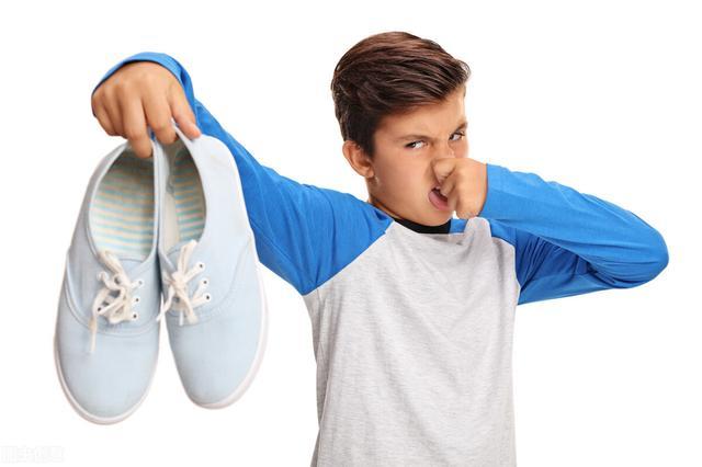 """脚臭怎么治能除根,不想回家一脱鞋就满屋""""飘香""""?教你5招马上与脚臭说拜拜"""