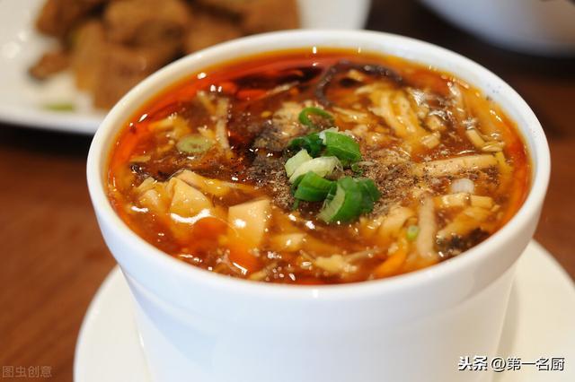 酸辣汤的做法,入秋后,怎么能少了这道酸辣汤,驱寒暖胃营养高,餐前餐后都适宜
