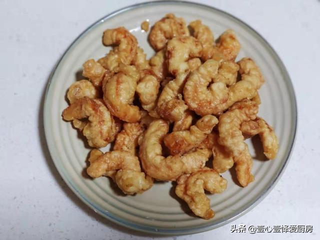 软炸虾仁的做法,外酥里嫩的软炸虾仁,零厨艺基础的人也能一次做成功