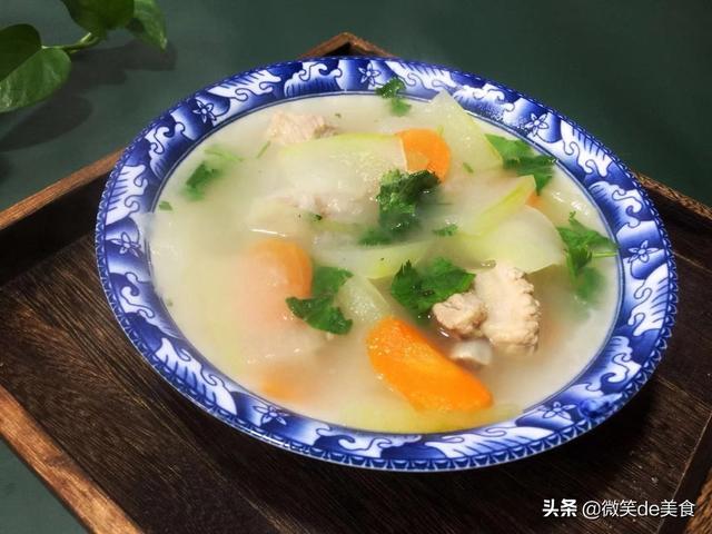 冬瓜排骨汤怎么做,用最少的调味料煲出最鲜美的冬瓜排骨汤,原汁原味更清淡可口