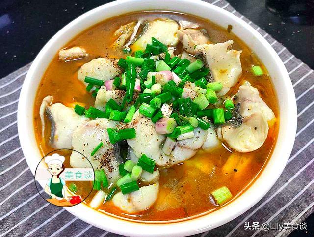 水煮鱼片的家常做法,煮鱼片时,第一步先下锅就错了,厨师长教您一招,鱼嫩滑不腥不散