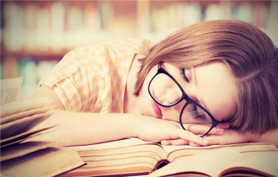 失眠了怎么办怎么尽快入睡,晚上总是睡不着觉?分享6个快速入睡小妙招,早睡早起身体好