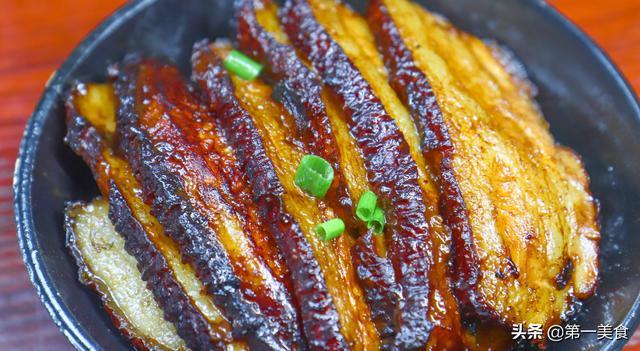 梅干菜扣肉的做法,豪迈吃肉,教你做出不油腻够入味的梅菜扣肉
