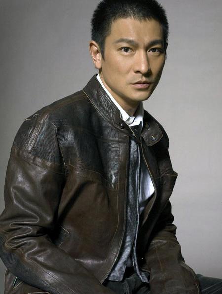 姓刘的历史名人,刘德华为何被人称为刘三首、刘半桶、刘十万?这黑称他背得冤枉