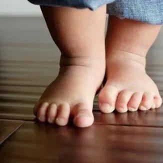 婴儿学步鞋,学步鞋、机能鞋、步前鞋、稳步鞋、1段2段,这么多宝宝鞋啥区别