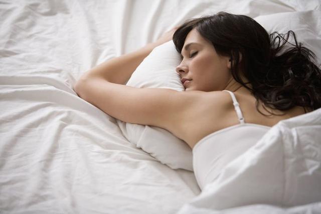 落枕了怎么快速好起来,总是落枕怎么办?5大落枕原因+快速舒缓落枕贴士,从此不再落枕