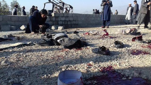 小婴儿逃出系列攻略,屠杀产妇,新生婴儿被亡母的血染红,阿富汗堪比地狱…