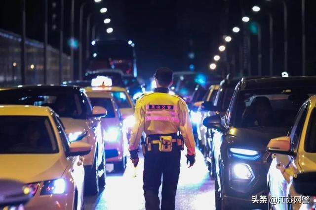 苏州最新消息,江苏苏州:警察同志,我喝酒了!但是这车我必须要开