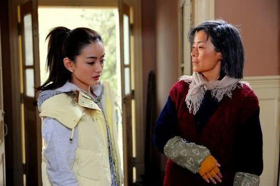 婆婆来了剧情介绍,《婆婆来了》:婚前只图爱情的何琳,婚后一败涂地,给女人提个醒