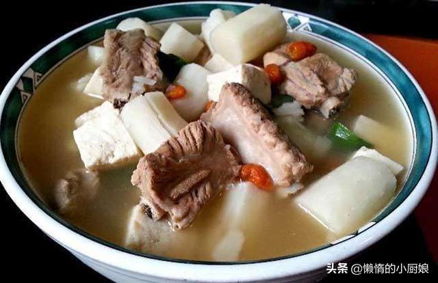 淮山排骨汤的做法,给孩子做一道山药排骨汤,营养又补钙,宝妈们快给你家的试试吧