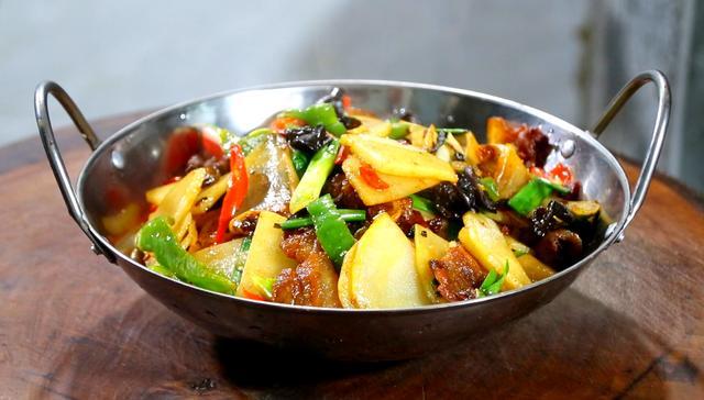 干锅土豆片的做法,干锅土豆片的家常做法,香辣爽口下饭快,比饭店卖的还好吃