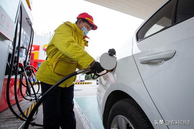 最新油价调整最新消息,原油价格5连跌,国内油价调整九连涨?加油站柴油、汽油今日价格