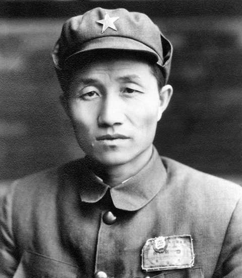 姓程的名人,程子华代替徐海东当红25军军长,路上多亏了这个人相助