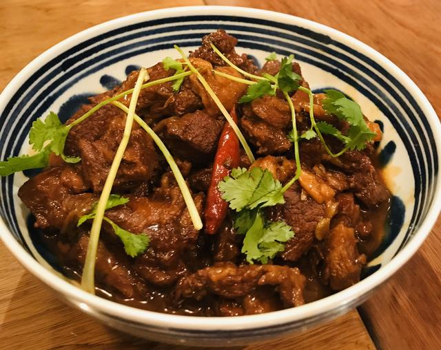 红烧羊肉的家常做法,「红烧羊肉」的做法+配方,肉烂软香,汤鲜味醇,养身滋补的佳品