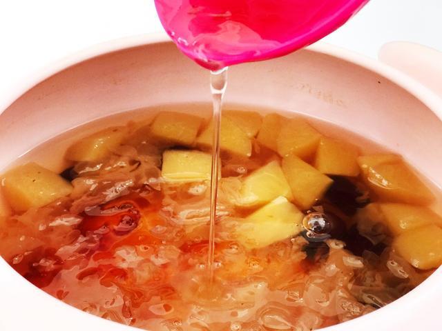 桃胶的做法,冬天别忘了吃它,简单一煮,每天坚持喝一碗,面如桃花,皮肤水嫩