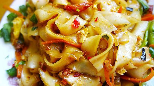 土豆淀粉的吃法大全集,土豆粉这样做,一大盘不够吃,简单方便,大人孩子都爱吃