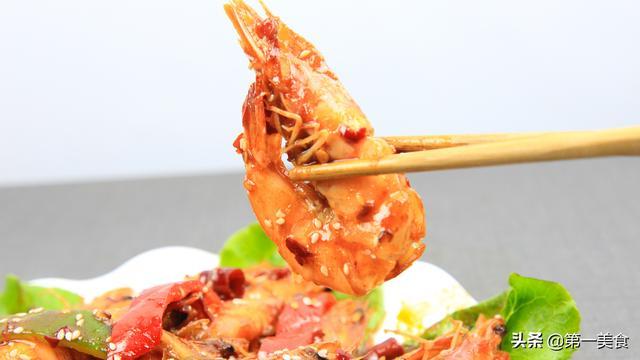 油炸大虾的做法,大虾怎样做酥脆鲜香?厨师长分享一招,让你在家做出饭店的味道