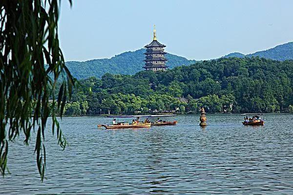 西湖的诗,游杭州西湖偶得(七绝一首)