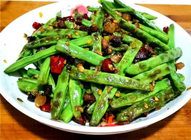 四季豆的做法,四季豆最好吃的做法,不用油炸,这样做干香麻辣,超级下饭。