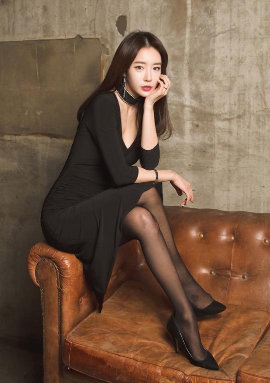 长腿丝袜高清美女图片,黑丝尤物美女模特美腿高跟鞋写真
