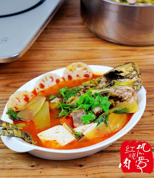 嘎鱼的做法,您吃过嘎鱼吗?做成酸汤的又酸又辣一点也不腥,肉嫩汤鲜特下饭!