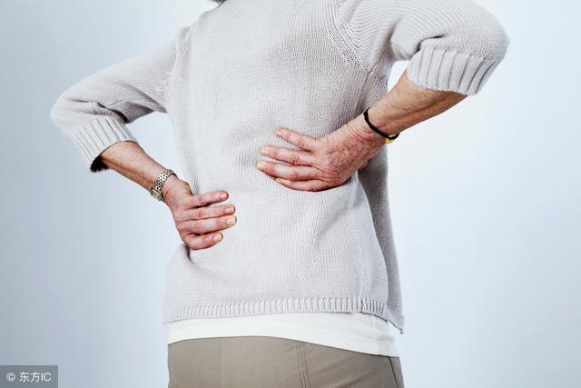 腰椎间盘突出怎么锻炼,腰椎间盘突出的人适合做哪些运动?不妨试试这5个轻松运动