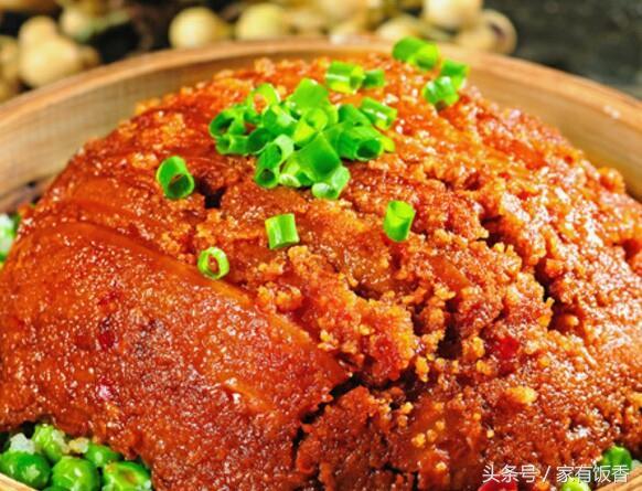 米粉蒸肉的做法,天热也不能光吃素,米粉蒸肉,只需1拌1蒸,不油不腻特解馋
