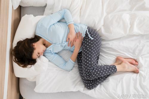 怀孕初期小腹隐隐作痛怎么回事,刚怀孕时总觉得小肚子疼,是要流产了吗?