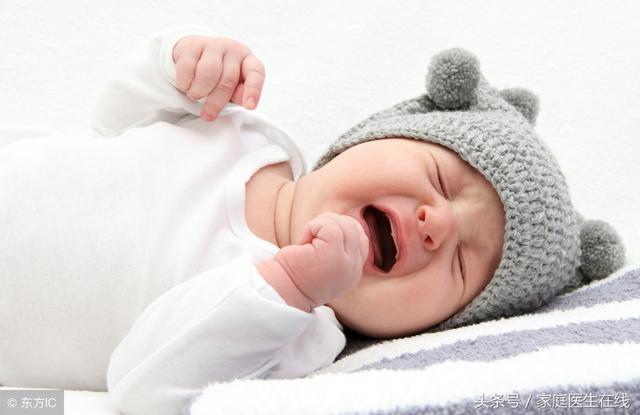 婴儿鹅口疮,宝宝口腔长白点,还伴随这些症状,可能是惹上鹅口疮了!