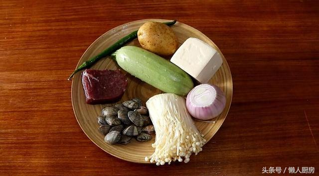 韩国大酱汤的做法,天气渐渐变凉,教你做一锅大酱汤,简单快手的韩式料理,超好吃