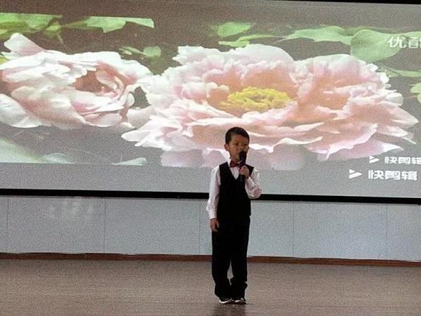 """快乐的节日简谱,平邑兴蒙学校幼儿园举行""""童心响亮 绽放风采""""庆国庆歌唱活动"""